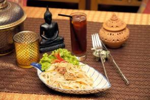 """Salada de Mamão Verde - Crédito: Página do """"Bangkok Garden"""" no Facebook"""